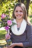 Nätt kristen stående för tonårs- flicka arkivbilder