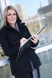 nätt kvinna för affärskontor Arkivfoton