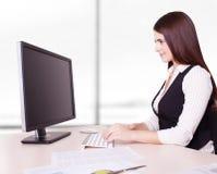 nätt kvinna för affärsskrivbordkontor Royaltyfria Bilder