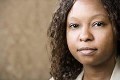 nätt kvinna för afrikansk amerikan arkivfoton