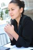 nätt kvinna för byggnadsaffärskontor Royaltyfria Foton
