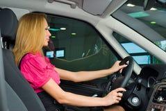 nätt kvinna för chaufför Royaltyfri Bild