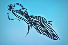 Nätt kvinna för skönhetsalong med långa hår Royaltyfri Bild