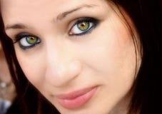 Nätt kvinna med gröna ögon Arkivfoton