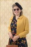 Nätt kvinna med kläder och solglasögon 1940 Royaltyfria Foton