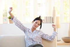 Nätt kvinna som sträcker i pyjama Fotografering för Bildbyråer