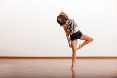 Nätt latinamerikansk jazzdansare Royaltyfri Foto