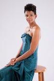 Nätt le för svart kvinna Fotografering för Bildbyråer
