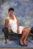 Nätt le för svart kvinna Arkivbild