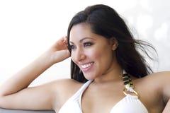 nätt le kvinna för brunett Fotografering för Bildbyråer