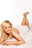 nätt leende för härlig blond flickamorgon Royaltyfri Bild