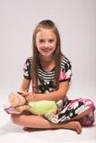 Nätt liten flicka med musen Fotografering för Bildbyråer