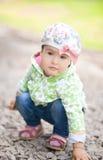 Nätt liten flicka utomhus Royaltyfria Foton