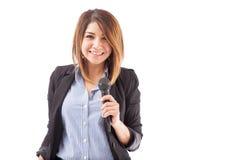 Nätt lyckad kvinna med en mikrofon arkivbilder