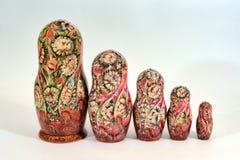 Nätt Matryoshka docka med blom- prydnader Arkivbilder