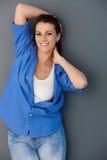 Nätt medelålderst posera för kvinna Fotografering för Bildbyråer