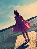 Nätt naturflicka i klänning Royaltyfria Bilder