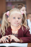 nätt res-schoolgirl för hög stående Arkivfoton