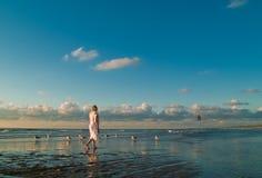 nätt seagulls för flicka fotografering för bildbyråer