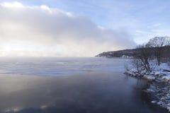 Nätt sikt av Stet Lawrence River och denrouge fjärden i låg-liggande mist fotografering för bildbyråer