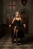 nätt spela vamp mycket kvinnan Royaltyfria Bilder