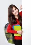 Nätt stående för kvinnlig student med det tomma brädet Arkivbild