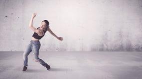 Nätt stads- dansare med tom bakgrund Fotografering för Bildbyråer