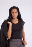 Nätt svart kvinna som ler på kameran Royaltyfria Foton
