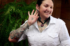 nätt tatuering för flicka Arkivbild