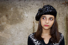 Nätt tonårig flicka i en basker Arkivbilder