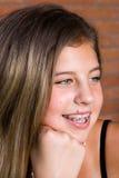 nätt tonårs- för flickastående Arkivfoton