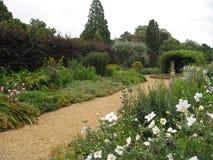 nätt trädgårds- bana Arkivbild