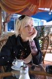 Nätt trettio-år-gammal kvinna Arkivbilder