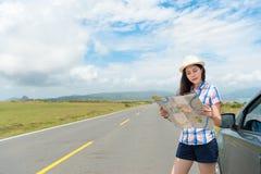 Nätt ung flickadrev till bygdloppet Arkivbilder