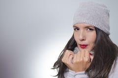 Nätt ung kvinna i vintermode Royaltyfri Fotografi