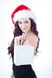 Nätt ung kvinna med gåvapåsen Arkivfoto