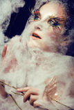 Nätt ung kvinna med idérikt smink Royaltyfri Foto