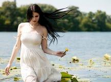 Nätt ung kvinnastående. royaltyfri foto