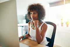 Nätt ung kvinnlig entreprenör arkivbilder
