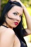 Nätt ung sexig sinnlig brunbränd sportkvinna i varm tid för bikinisommar Royaltyfri Fotografi