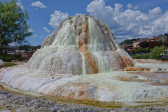 Nätt vit mineralisk vårinsättning i Pagosa Springs Royaltyfri Bild
