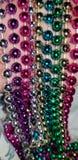 Nätta flerfärgade pärlor royaltyfri fotografi