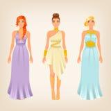 Nätta kvinnlig i grek utformade klänningar Arkivbild