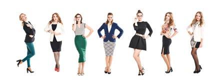 Nätta kvinnor i att posera för för affärsdräkter som och klänningar isoleras på vit bakgrund Royaltyfria Bilder