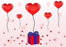 Nätta röda ballons, gåva och hjärta för valentindag Arkivfoton