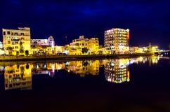 Nätter av den Phan Thiet staden. Arkivbilder