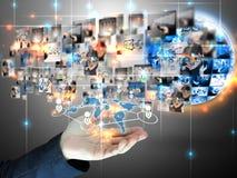 Nätverk för affärsmanholdingsamkväm arkivfoto