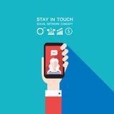 Nätverk för smart telefon för handinnehav socialt och modern plan design för kommunikationsbegrepp vektor illustrationer