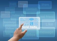 Nätverk för trycka på för hand socialt och faktisk pekskärm Arkivfoton