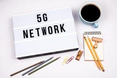 nätverk 5G Text i lightbox royaltyfria bilder
